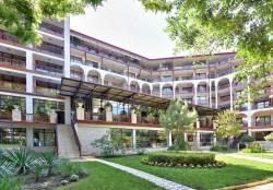 Estreya Residence ****